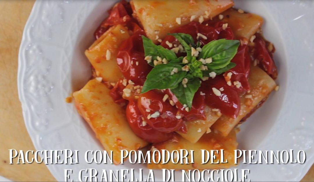 Paccheri con pomodorini del Piennolo e granella di nocciole